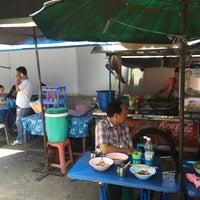 Photo taken at ร้านข้าวตามสั่งป้าทอง by Cass M. on 8/29/2015