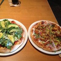 Photo taken at California Pizza Kitchen by Beatriz Eugenia T. on 7/22/2014