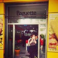 Foto tirada no(a) Baguette & Baguette Ennasr por KèRima J. em 3/18/2014