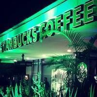 Foto tomada en Starbucks por Sandra P. el 7/17/2014