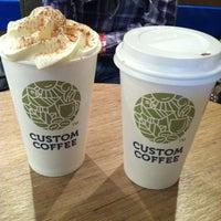 Снимок сделан в Custom Coffee пользователем Катерина Г. 4/1/2013