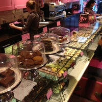 Photo taken at The Hummingbird Bakery by Yannick T. on 5/23/2013