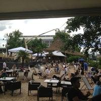 Das Foto wurde bei Sage Restaurant & Beach von Alina R. am 6/23/2013 aufgenommen
