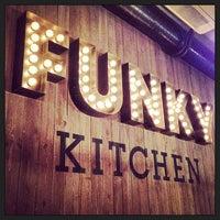 Снимок сделан в Funky Kitchen пользователем Аленка Б. 5/30/2013