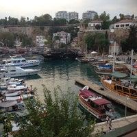 8/18/2013 tarihinde BeRriN 👨👩👧👦❤️❤️ziyaretçi tarafından Yat Limanı'de çekilen fotoğraf