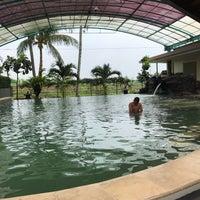 Photo taken at Grage Sangkan Hotel & Spa by Wyta K. on 12/31/2016
