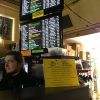 3/9/2013 tarihinde Marshallziyaretçi tarafından Chuck's Hop Shop'de çekilen fotoğraf