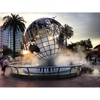 Foto scattata a Universal Studios Hollywood Globe and Fountain da Ramil Victor A. il 3/26/2013