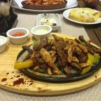 รูปภาพถ่ายที่ Cheffy Dünya Mutfağı โดย Damla K. เมื่อ 5/26/2013