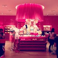 Снимок сделан в Victoria's Secret пользователем Gozde K. 5/20/2013