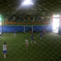 Photo taken at Lapangan Indoor Manggis Futsal by Lutfi R. on 2/21/2013