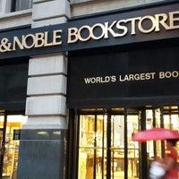 Foto scattata a Barnes & Noble da Faisal A. il 7/12/2013
