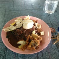 Photo taken at Gado-Gado Icebox by Rolyzein O. on 6/8/2013