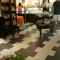Photo taken at Kilwins Chocolates & Ice Cream by Jb S. on 8/20/2013
