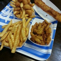 Photo taken at Harbor Fish and Chips by Che G. on 12/7/2012