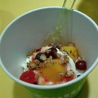 Foto tirada no(a) Tutti Frutti Frozen Yogurt por Rosy J. em 11/18/2013
