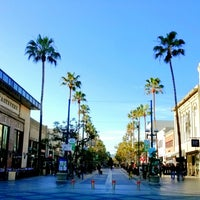 Photo prise au Third Street Promenade par Joey L. le2/28/2013