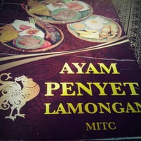 Photo taken at Ayam Penyet Lamongan by Nurizyan S. on 3/3/2013