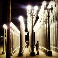 4/19/2013 tarihinde David K.ziyaretçi tarafından Urban Light at LACMA'de çekilen fotoğraf