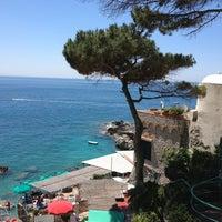 Foto scattata a Marina Piccola di Capri da Kamal T. il 6/7/2013