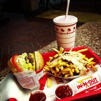Photo taken at In-N-Out Burger by Luis R. on 6/11/2013