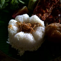 Photo taken at Waroeng Solo by Priska H. on 5/1/2013