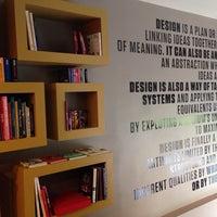 4/23/2014 tarihinde Volkan O.ziyaretçi tarafından Tasarım Bookshop Cafe'de çekilen fotoğraf