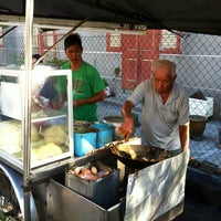 Photo taken at Siam Road Charcoal Char Koay Teow by Khoon Hai L. on 7/12/2013