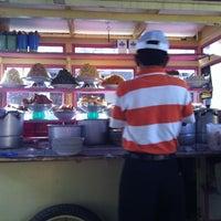 Photo taken at Dapur Minang Lima Saudara by Eriko S. on 1/29/2013