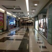 Foto tomada en Centro Commerciale Parco Leonardo por Maria Erlange Sposata H. el 3/12/2013