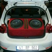 Photo prise au Acoustic Profesyonel Oto Müzik Ve Görüntü Sistemleri par ALi K. le9/11/2016