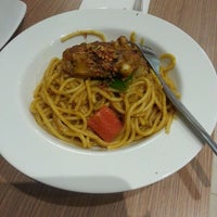 Photo taken at Pizza Hut by Ongkrai T. on 1/6/2014
