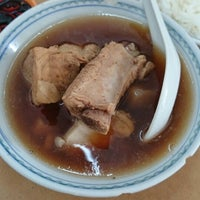 Photo taken at Restoran Sze Hwa Bak Kut Teh (古来世华肉骨茶) by leong bunny on 8/10/2014