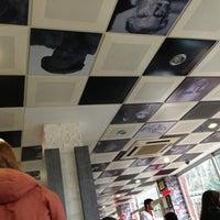 Foto tirada no(a) Koru Cafe & Restaurant por Merve K. em 2/21/2013