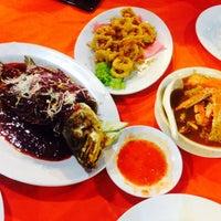 Photo taken at D'King Seafood by Nurizni on 10/9/2015