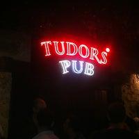 7/27/2013 tarihinde GÜRKAN®ziyaretçi tarafından Tudors Pub'de çekilen fotoğraf