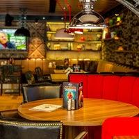 Foto scattata a Happy Bar & Grill Lazur da Явор Г. il 4/3/2018