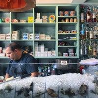 Photo prise au Saltie Girl Seafood Bar par Justin Eats le7/30/2017