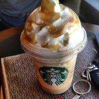 Foto tirada no(a) Starbucks por Daniela B. em 4/16/2013