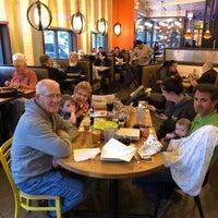 Foto tomada en Lou Malnati's Pizzeria por Kevin J. el 5/20/2018