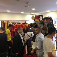 Photo taken at Göztepe YALI Store by 👑Berk K. on 6/5/2017