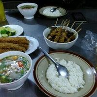 Photo taken at Soto Ayam & Ayam Goreng Bangkong by Dias P. on 8/29/2016