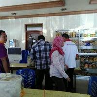 Photo taken at Rumah Makan SAMPURNA by Dias P. on 8/30/2016
