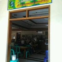 Photo taken at Rumah Makan SAMPURNA by Dias P. on 8/27/2016