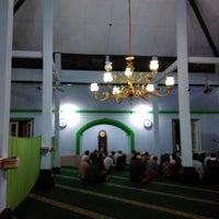 Photo taken at Masjid Besar Al-Izhar Kutoarjo by Dias P. on 11/9/2017