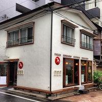 Das Foto wurde bei FUGLEN TOKYO von YingMing Z. am 6/22/2013 aufgenommen