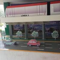 Das Foto wurde bei Secretaría de Movilidad von Tom Pipol E. am 11/21/2014 aufgenommen