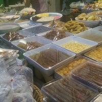 Photo taken at ร้านขนมนกน้อย แม่หลาย (เจ้าเก่า) by Chaiyaporn Y. on 9/25/2016