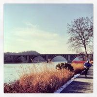 Снимок сделан в Georgetown Waterfront Park пользователем Alexander P. 1/28/2013