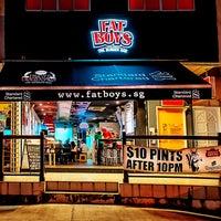 Das Foto wurde bei Fat Boy's The Burger Bar von Fatboy's Concepts am 7/2/2014 aufgenommen